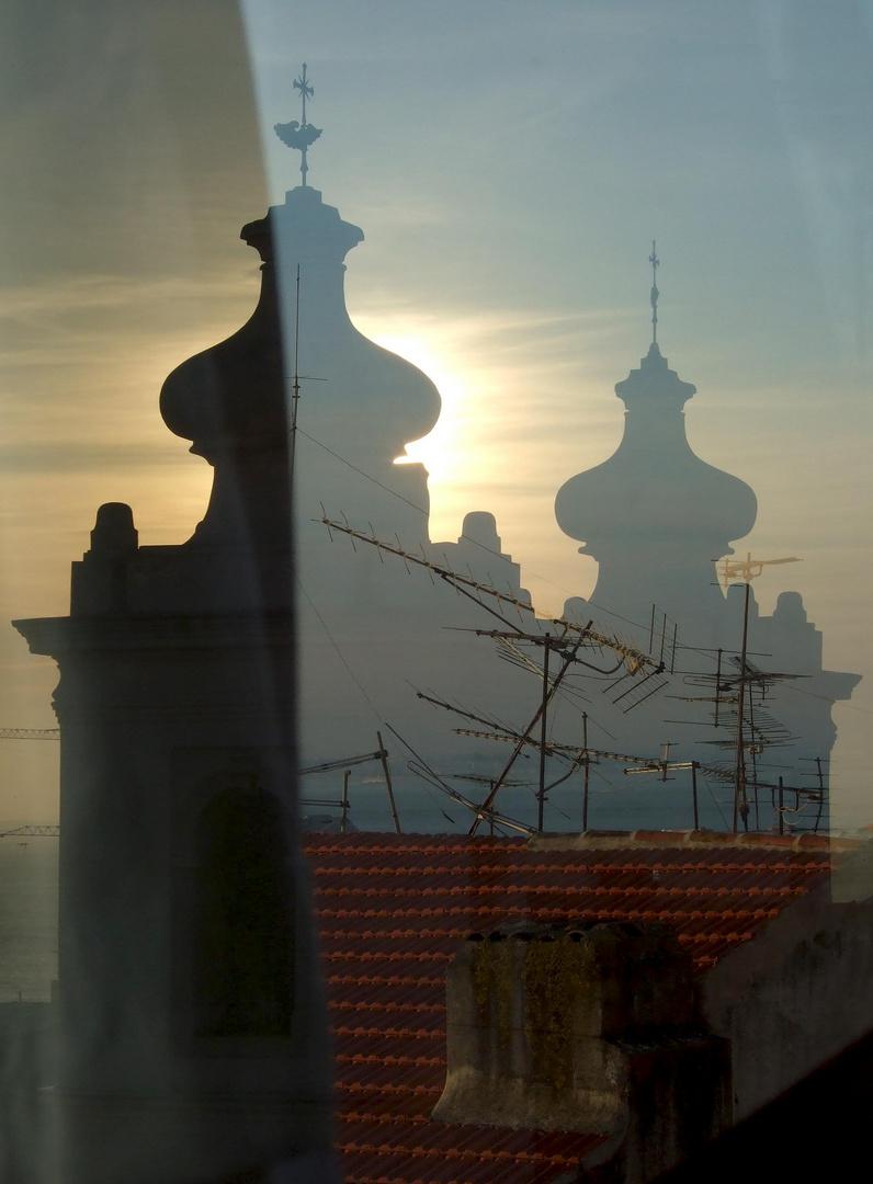 Lissabon - Alfama (Fensterspiegelung)