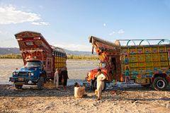 LKW-Wäsche im Swat-River