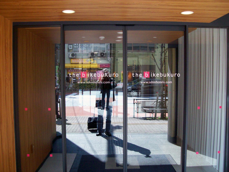 Llegada al hotel de Tokyo, siempre ligero de equipaje, con ese trolley recorro el mundo