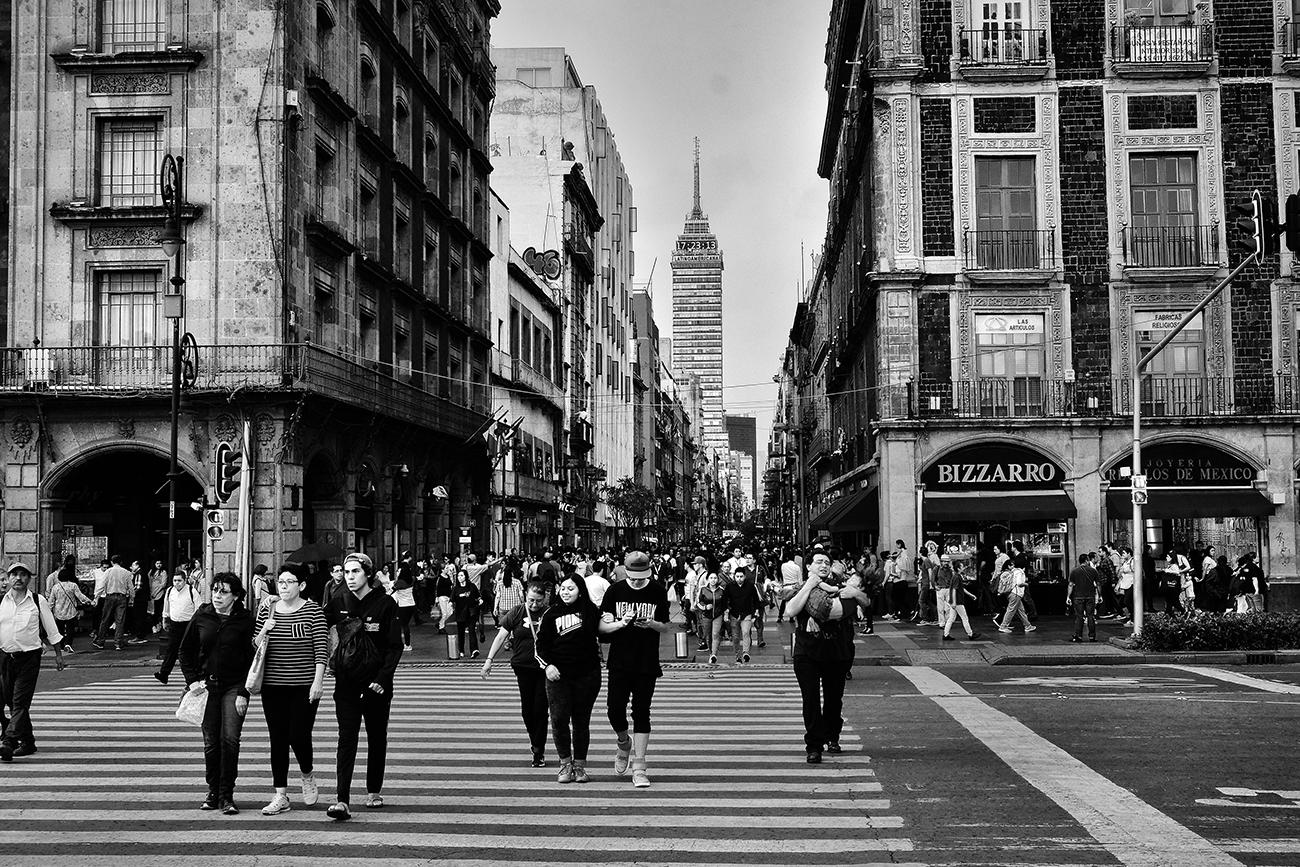 Llegando al Zócalo por la calle Madero, Centro HIstórico CDMX