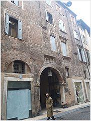 """""""lo stal delle vecie""""...Verona dai mille stili architettonici!..."""