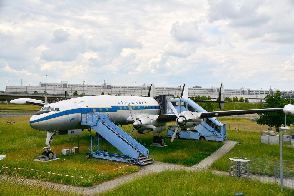 Lockheed Super Constellation (01)