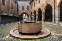 Lodi, Piazza Broletto, la fontana