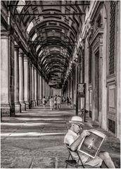 Loggiato degli Uffizi con lettore di giornale
