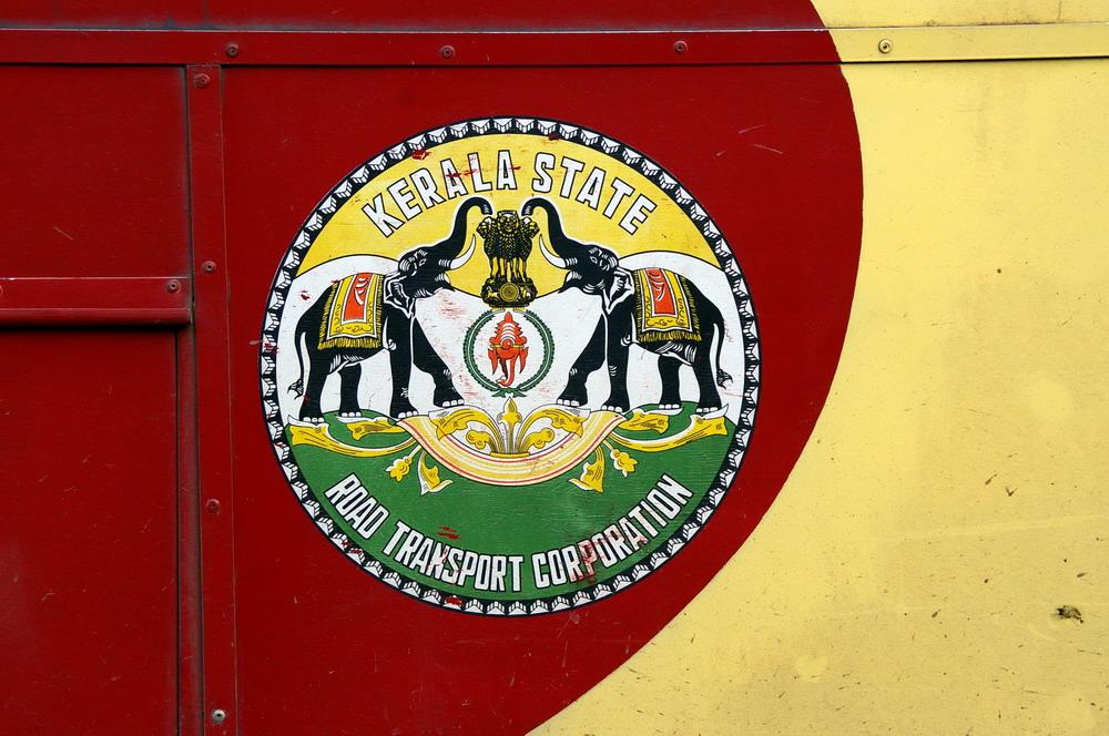 Logo du Kerala ornant les bus