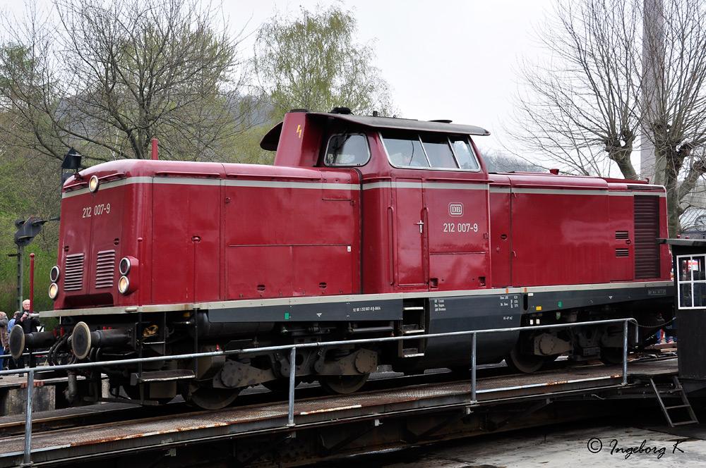 Lok 212 007 - 9 - auf der Drehscheibe