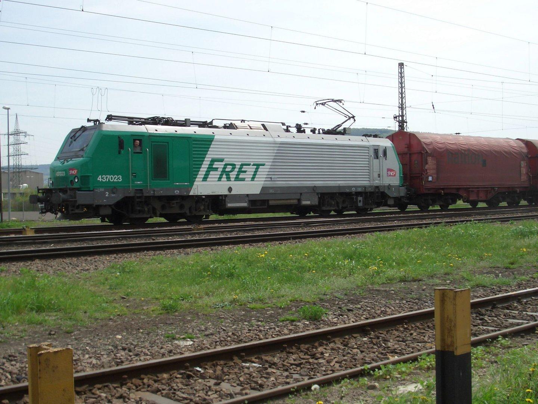 Lok 437 023 am Zug im Rbf Ehrang (Trier)