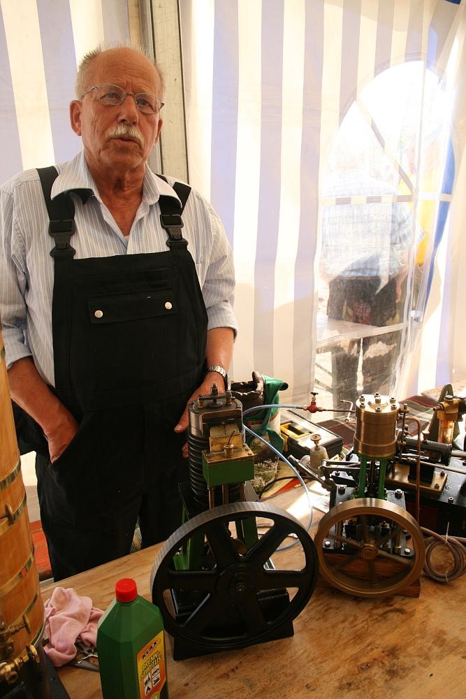 Lokführer Gerd mit seinem Flammenfresser