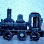 Lokomotive aus Gleisbauschrauben
