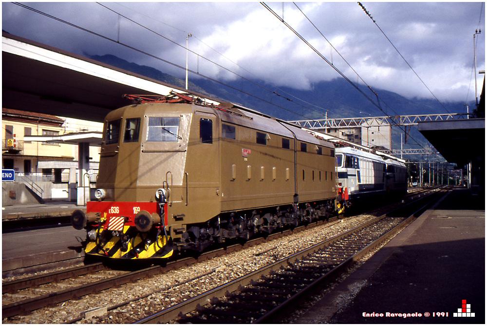 Lokzug in Bahnhof Bussoleno