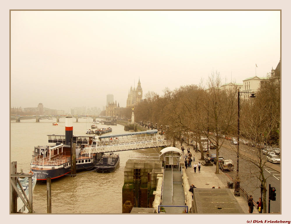 London - Blick entlang der Themse