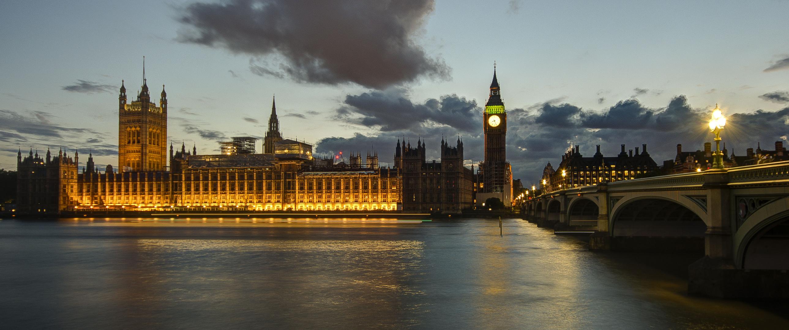 London - Houses of Parliament & Westminster Bridge - 07