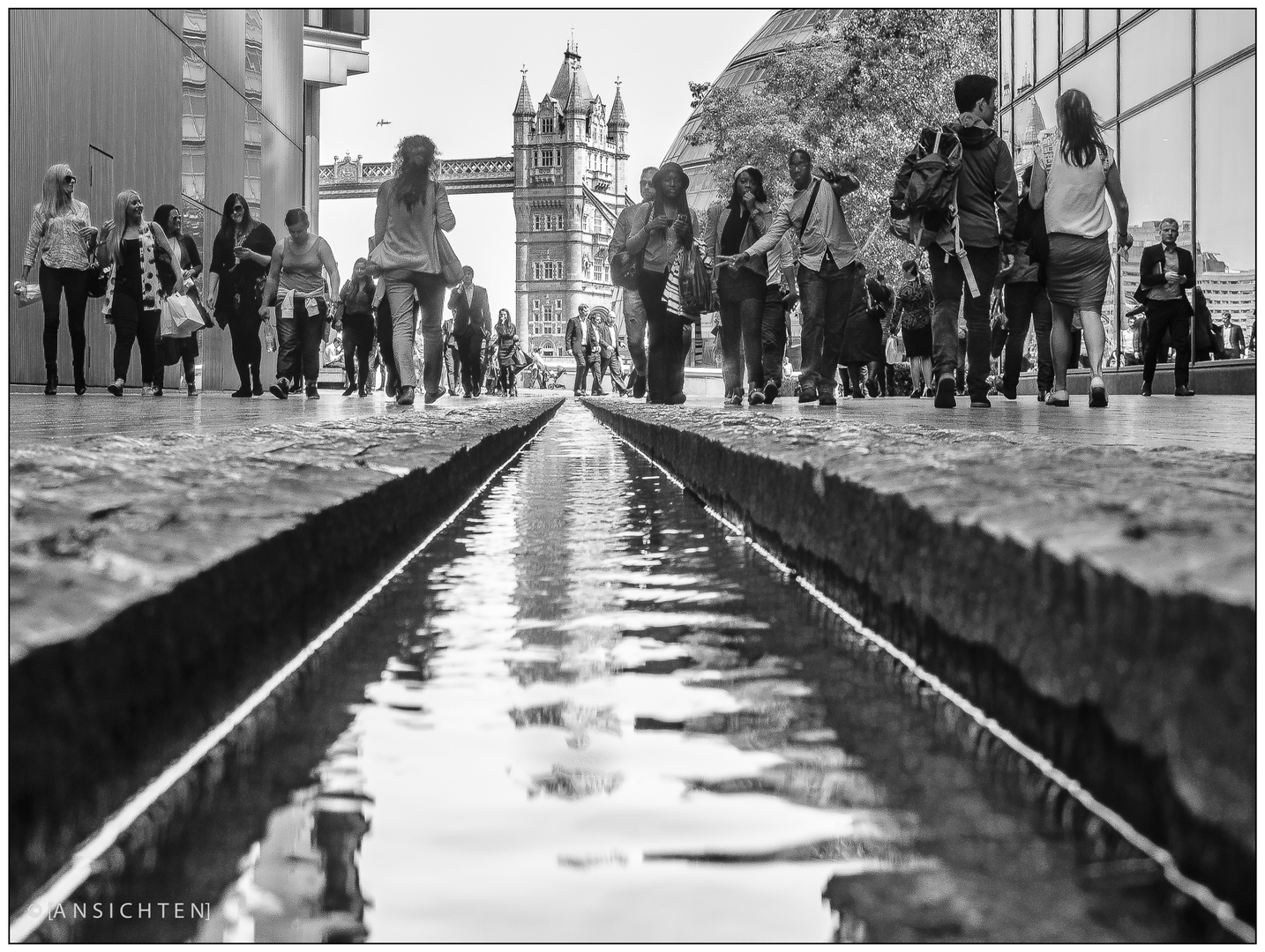 [london - posing tower bridge]