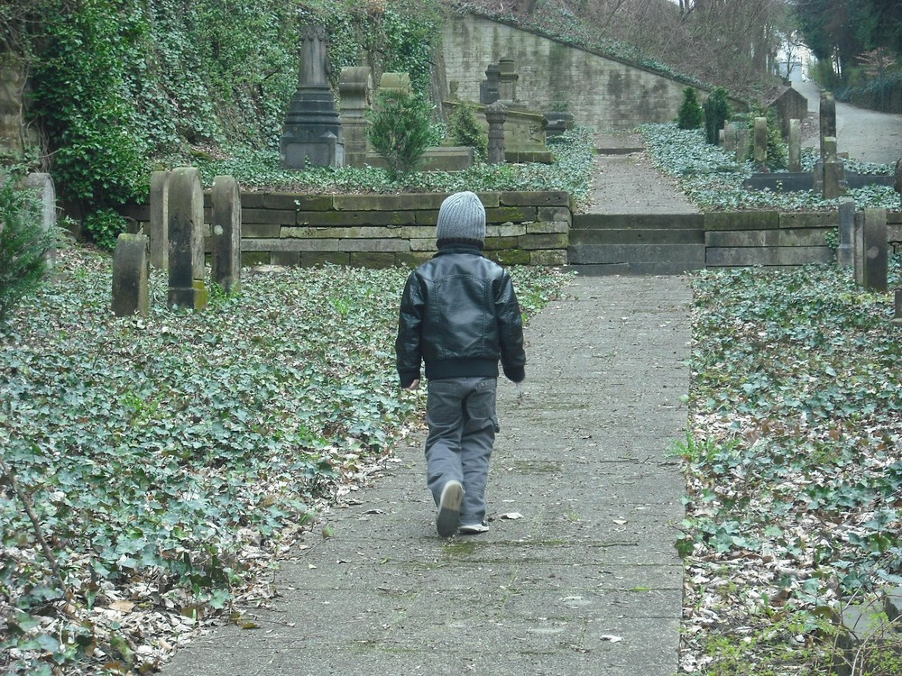 lonesome walk on a graveyard