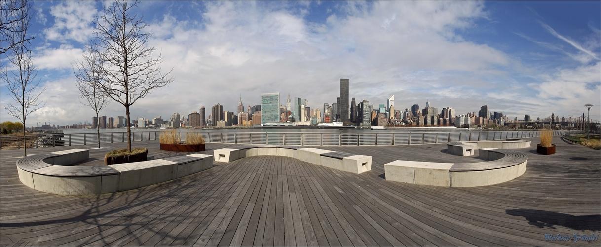 Long Island City mit Blick auf Midtown Manhatten, New York 2013