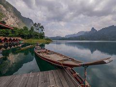 Longtailboat auf dem Cheow Lan Lake