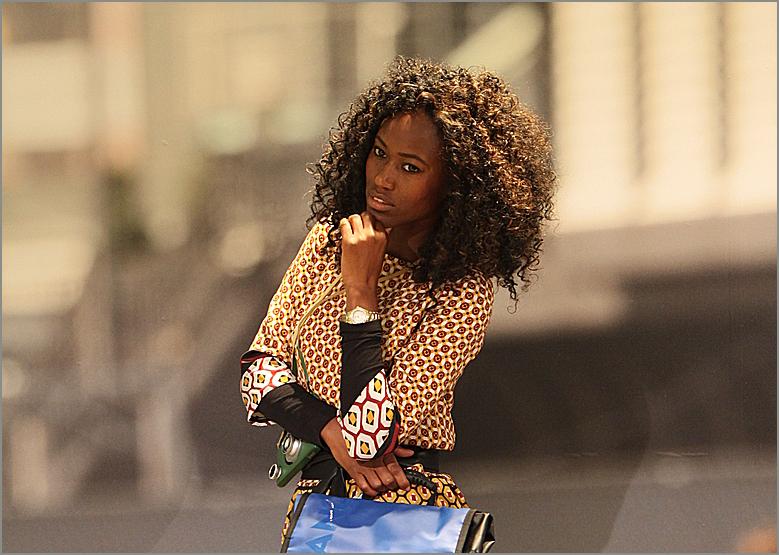 LOOK Frau mit Tasche ca-14-col-PK14
