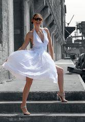 LOOK weisses Kleid vor SW Pe-04 Ü1000K