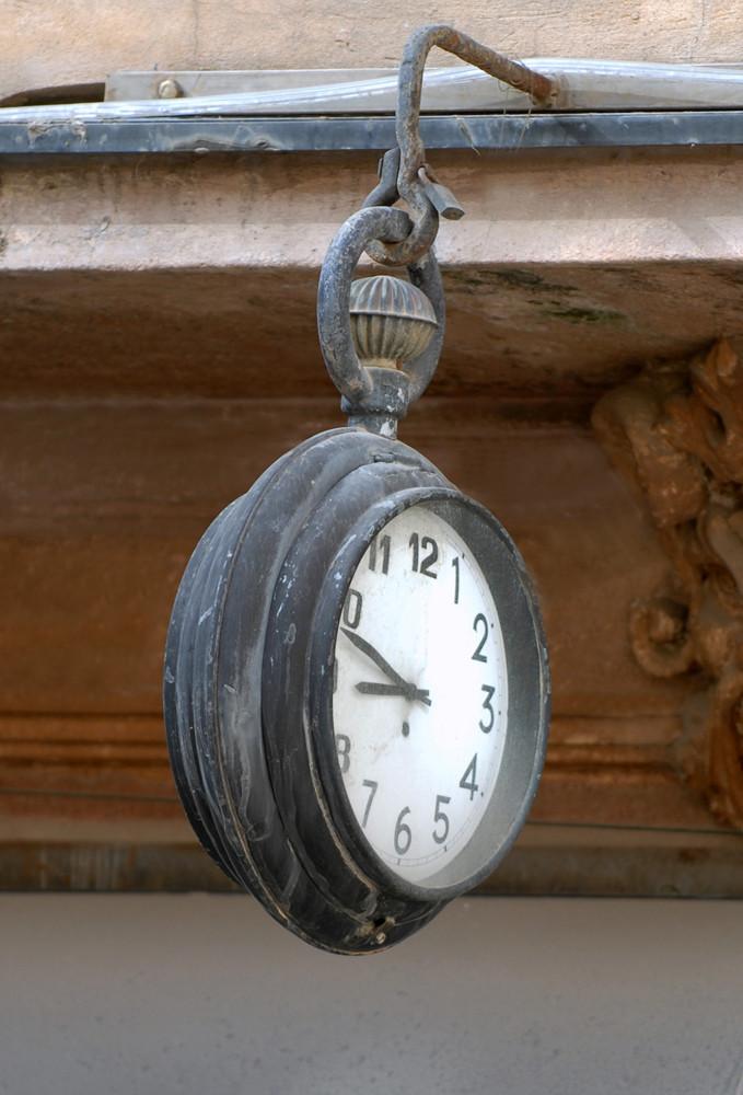 ... l'orologio della piazza
