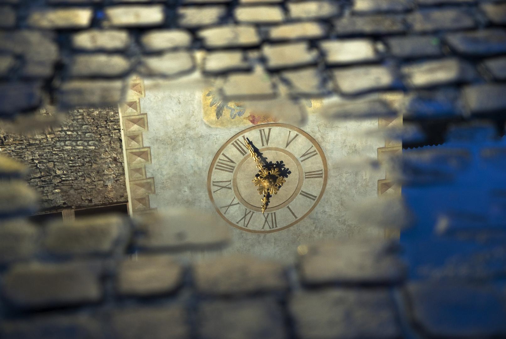 L'orologio tra il pavé