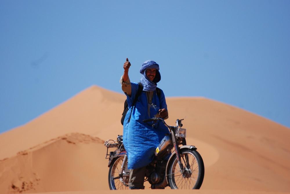 los hombres del desierto no van en camellos