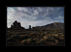 Los Roques de Garcia mit Teide im Hintergrund