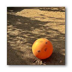 lost ball (Martin Niemöller Platz/Wuppertal Arrenberg)