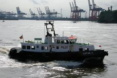 Lotsenboot auf der Elbe