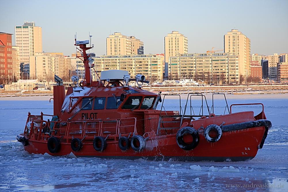 Lotsenboot im Eis
