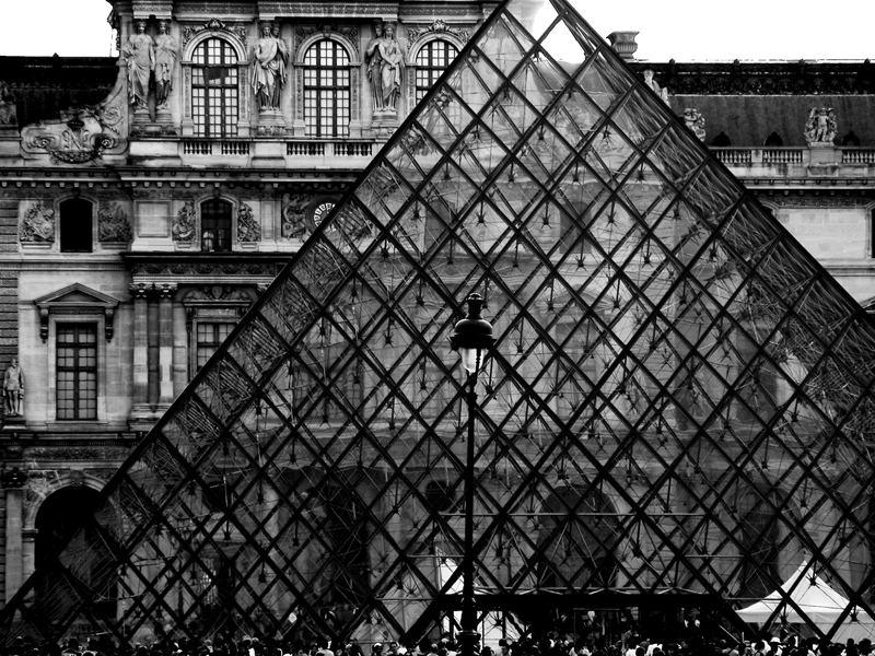 Louvre's pyramid