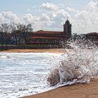 luanco playa  ola en la arena