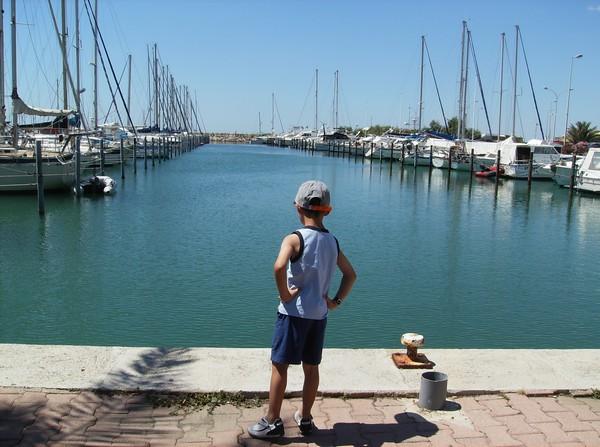 Lucas sur le port.