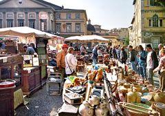 Lucca    mercato delle pulci