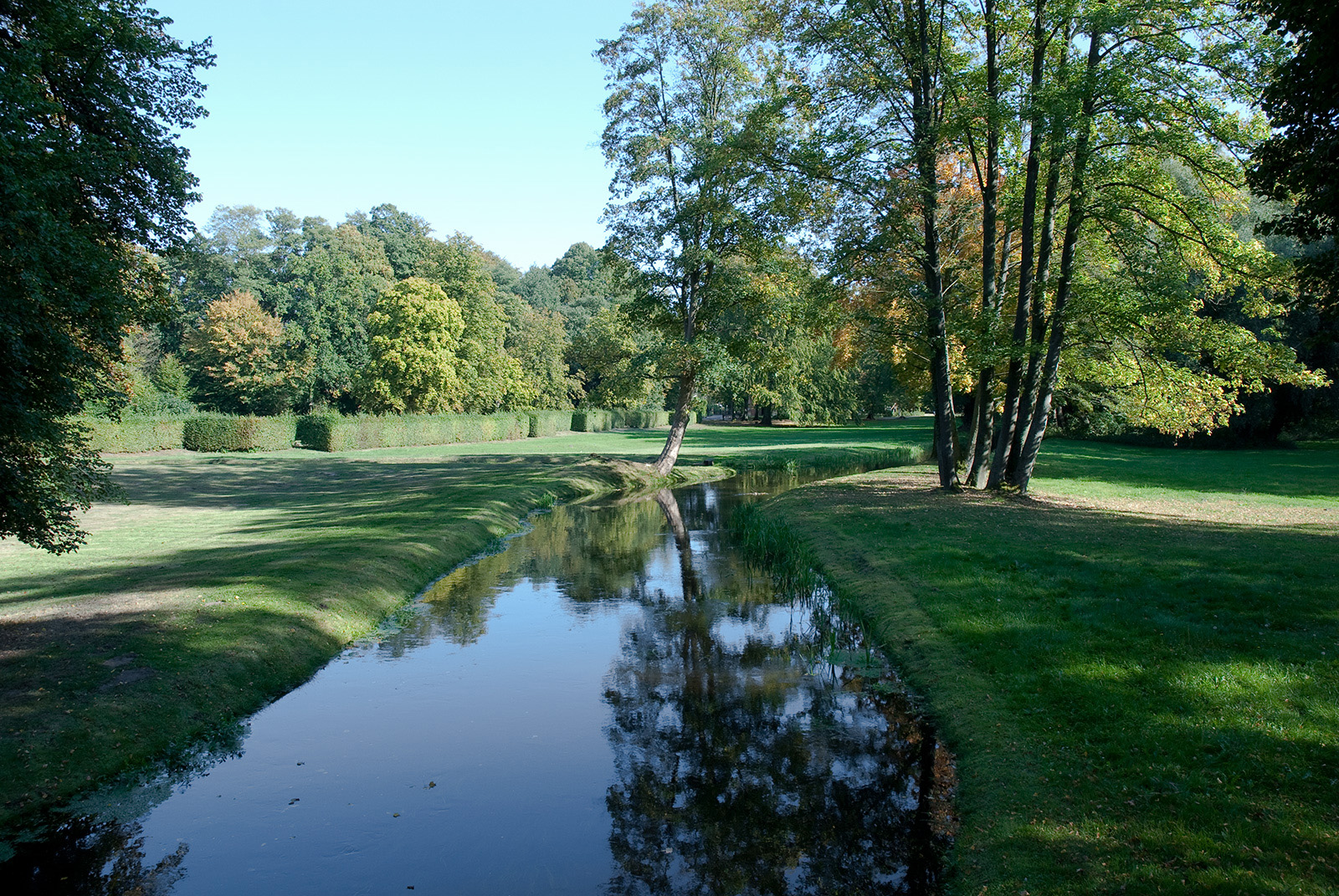 Ludwigslust 11: Parklandschaft im Schloßgarten mit Wasserlauf