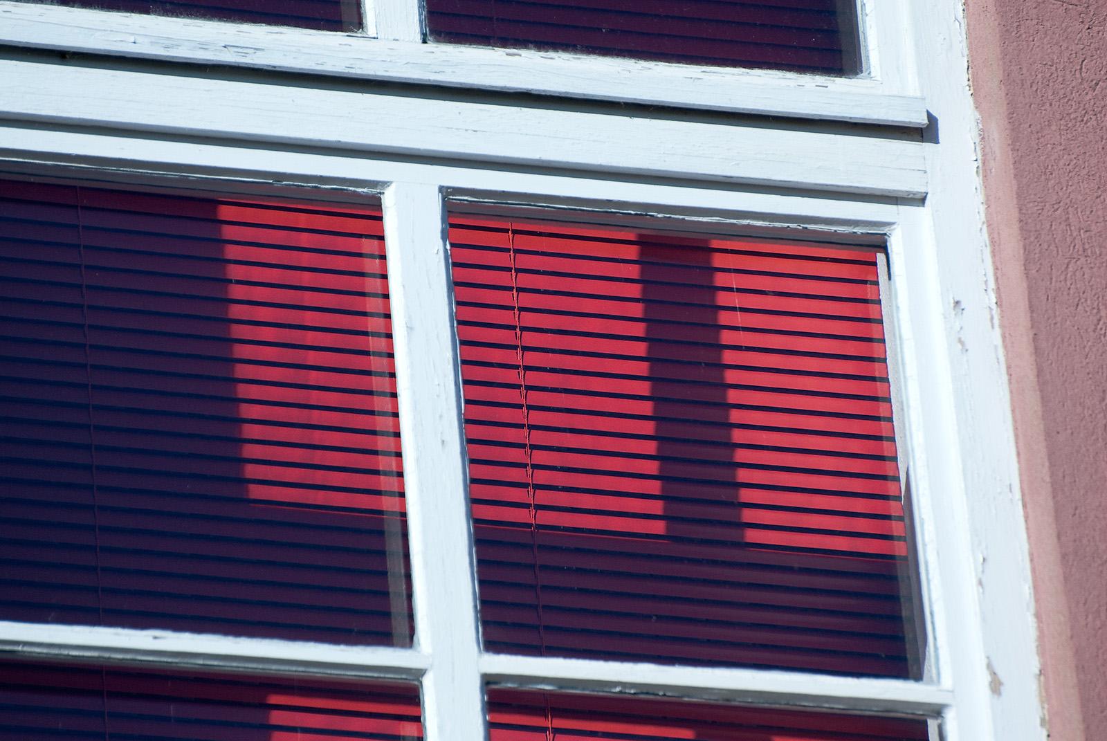 Ludwigslust 13: Rot im Fenster