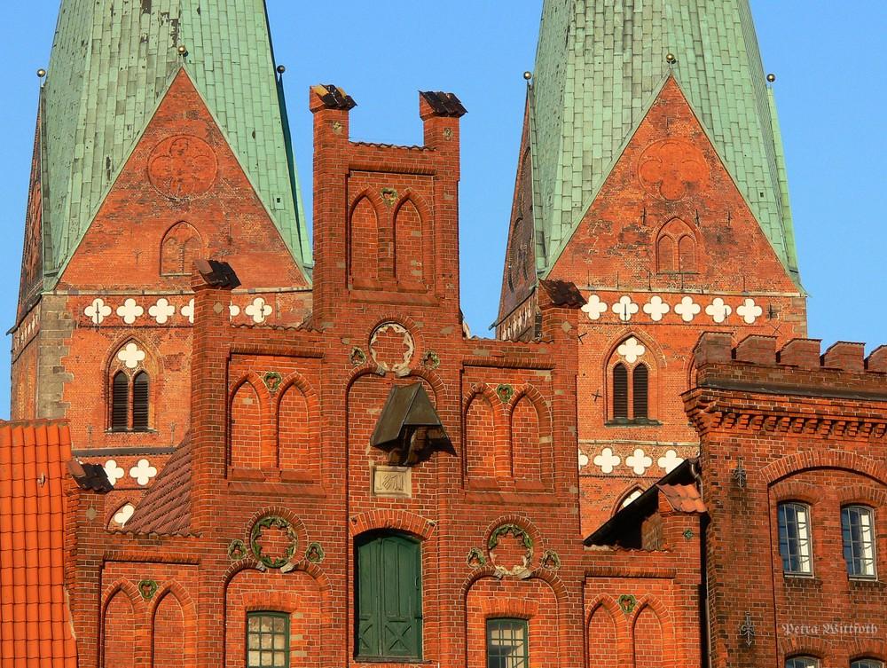 Lübeck - Details im Abend - Sonnenschein