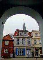 Lübeck - Durchblick auf alte Häuser