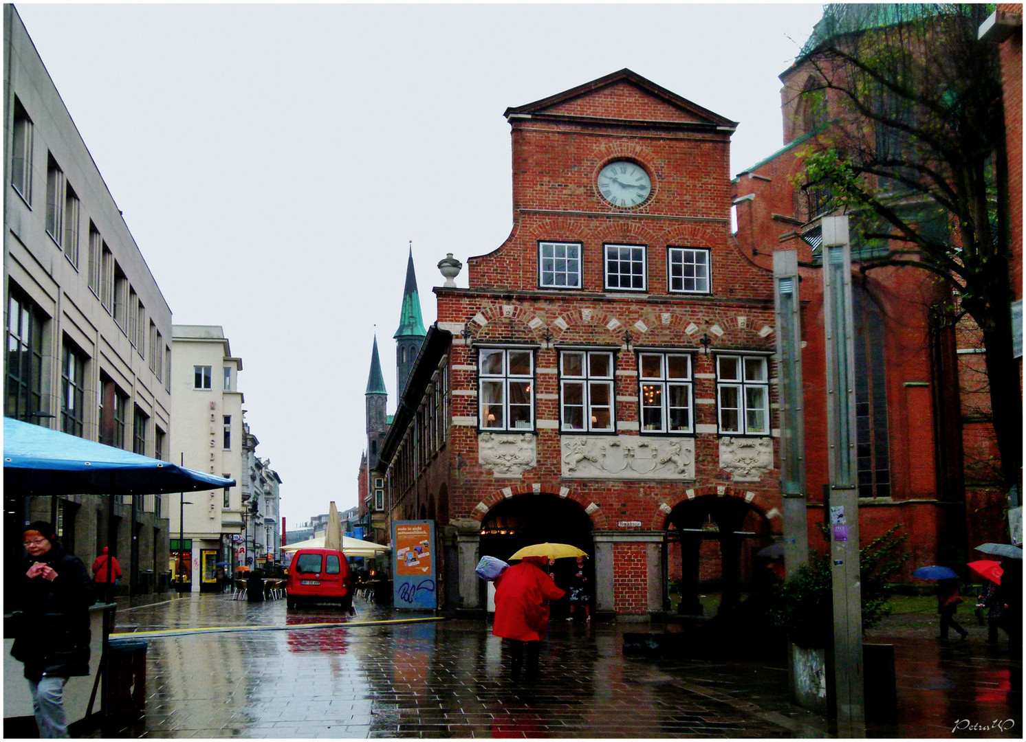 Lübeck im Regen - Breite Straße - Kanzleigebäude