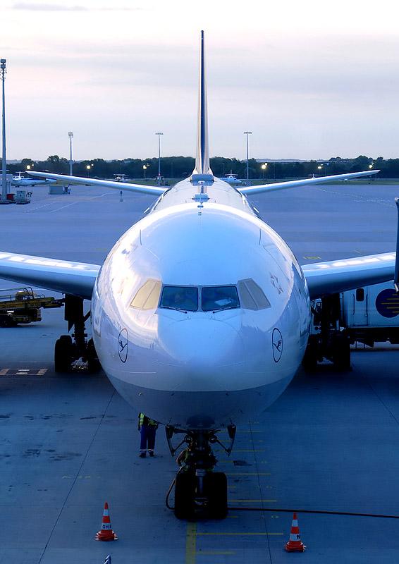 Lufthansa Airbus 340-600, München (MUC)