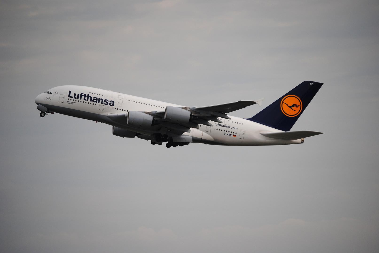 Lufthansa Airbus A380-800 Peking