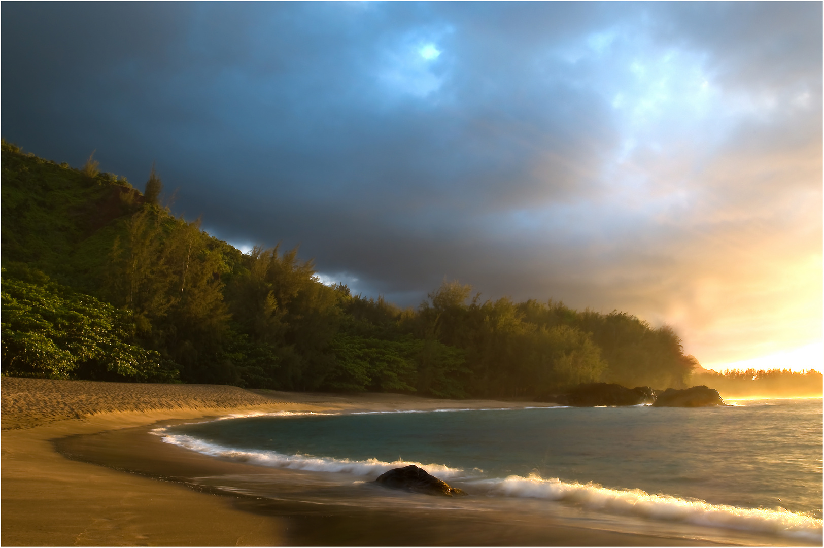 lumahai beach twilight