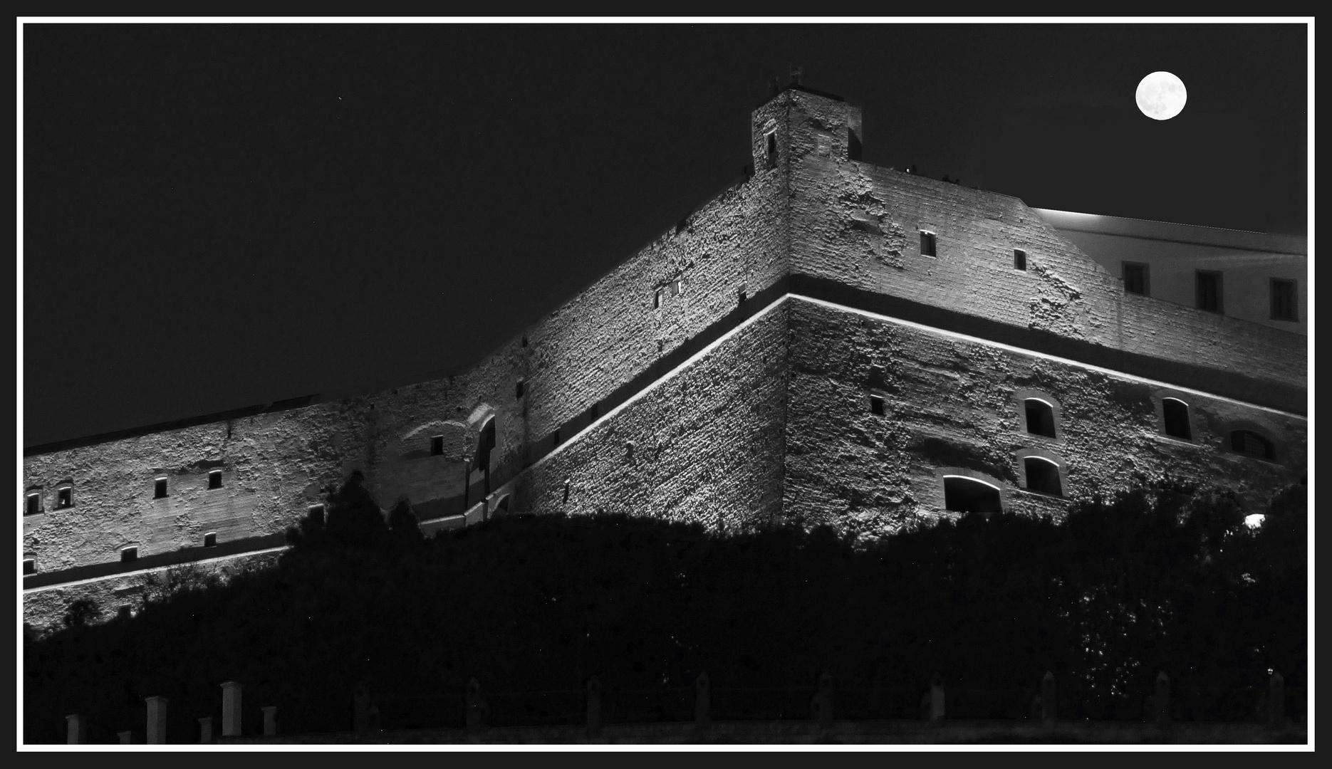 Luna piena su Castel Sant'Elmo - Napoli
