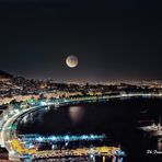 Luna piena sulla baia di Napoli