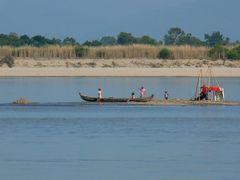lungo l'ayeyarwaddy