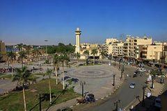 Luxor - Blick auf das rege Leben vor dem Luxortempel.