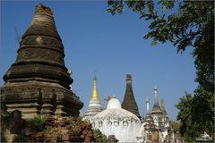Ma Oo Le - Ensemble abandonné de stupas