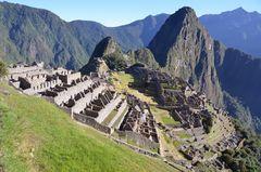Machu Picchu mit dem Huayna Picchu (2720 m)