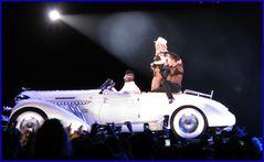 Madonna 7 - Sie fährt vor