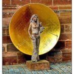 Madonna an der Kirchenmauer