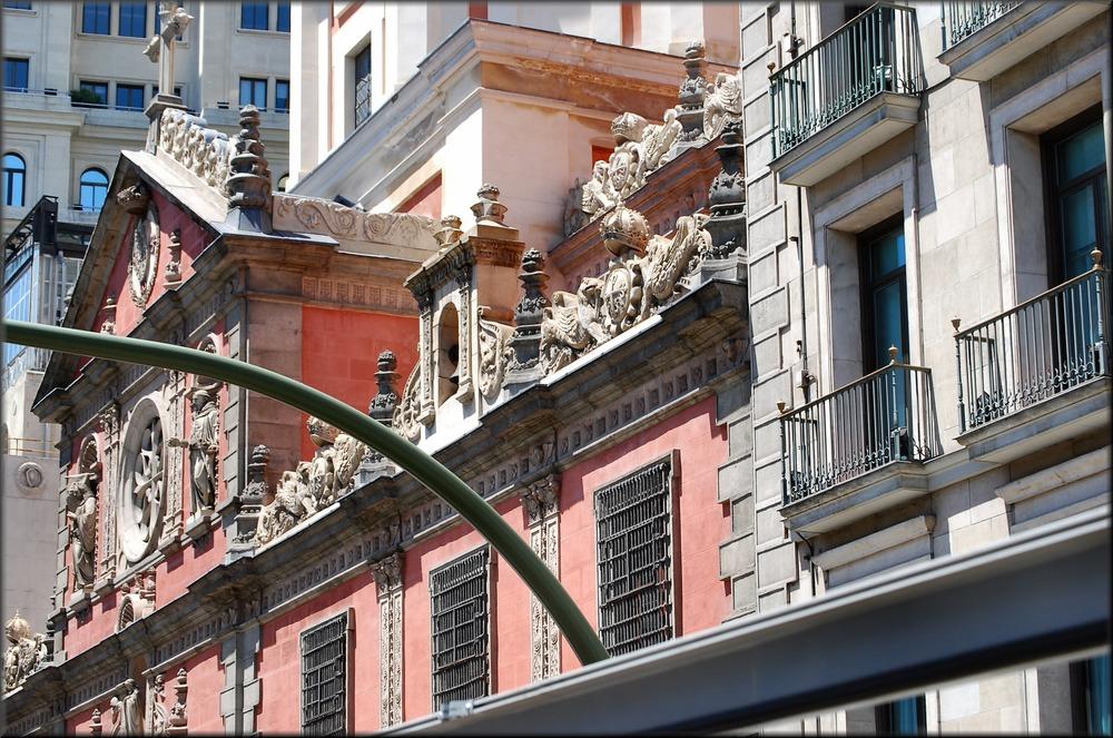 Madrid è una bella città. Madrid is a nice city.